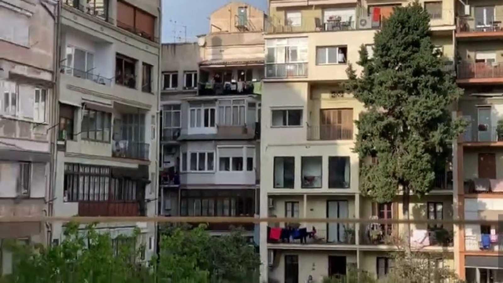 Todo Noticias - Tarde - Teatro para los niños desde los balcones - Escuchar ahora