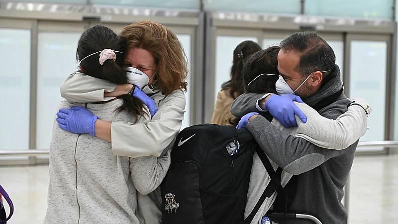 24 horas fin de semana - Cerca de 2000 turistas españoles regresan gracias a la coordinación de varios países - Escuchar ahora