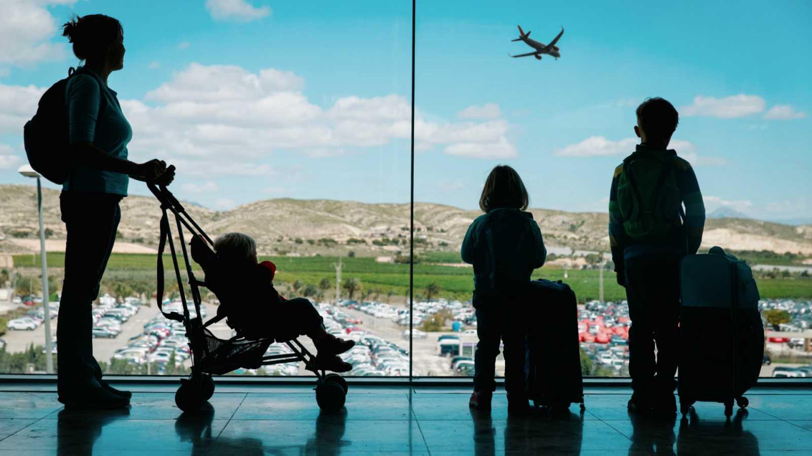 Las mañanas de RNE con Íñigo Alfonso - Exceltur pronostica que el sector turístico será el último en salir de la crisis - Escuchar ahora