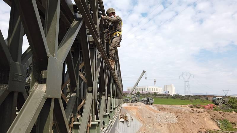 Boletines RNE - El Ejército reconstruye el puente de Montblanc arrasado por el temporal - Escuchar ahora