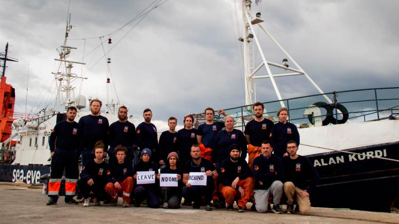 Boletines RNE - La COVID-19 obstaculiza operaciones de rescate en el Mediterráneo   - Escuchar ahora