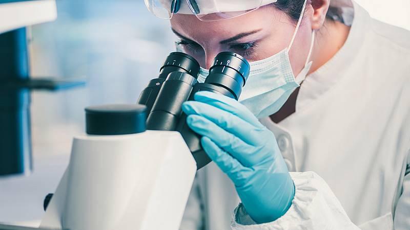Boletines RNE - El CSIC estudia el gancho del coronavirus con un criomicroscopio - Escuchar ahora