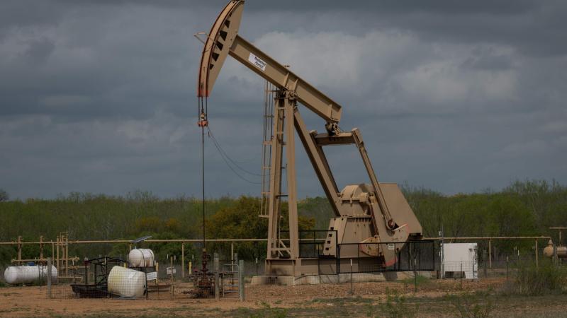 24 horas - Desplome histórico del petróleo: el barril de Texas cerró a -40 dólares - Escuchar ahora
