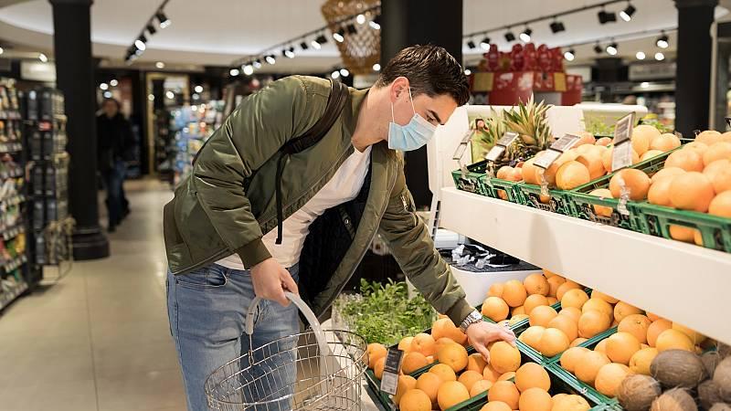 """Todo noticias mañana - OCU: """"No hay constancia de que el coronavirus se contagie a través de los alimentos"""" - Escuchar ahora"""