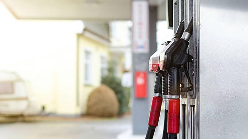 14 horas - ¿Cómo nos afecta la bajada del precio del petróleo? - Escuchar ahora