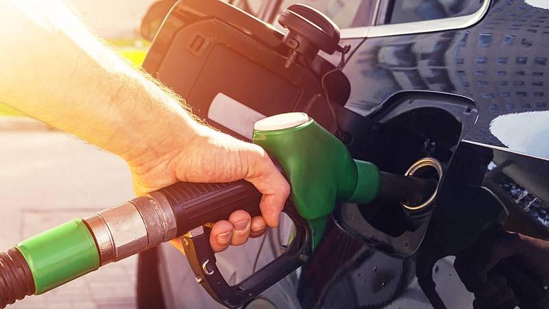 Boletines RNE - El precio de los carburantes continúa bajando - Escuchar ahora