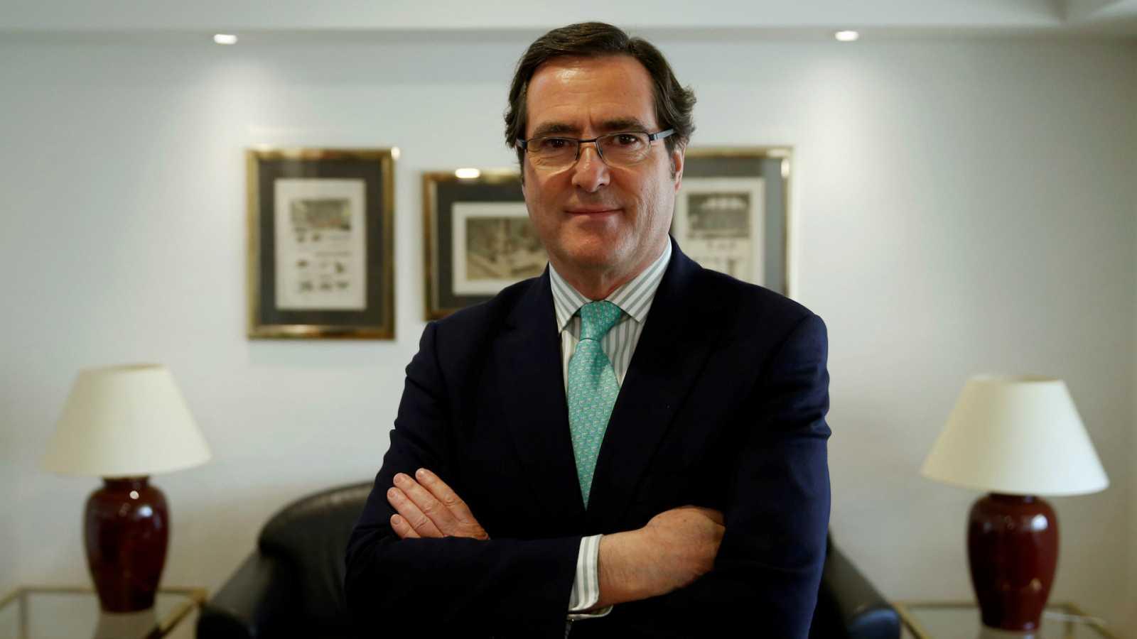 """Las mañanas de RNE con Íñigo Alfonso - Garamendi apoya una renta mínima temporal y pide que el país """"empiece a ponerse en marcha"""" - Escuchar ahora"""
