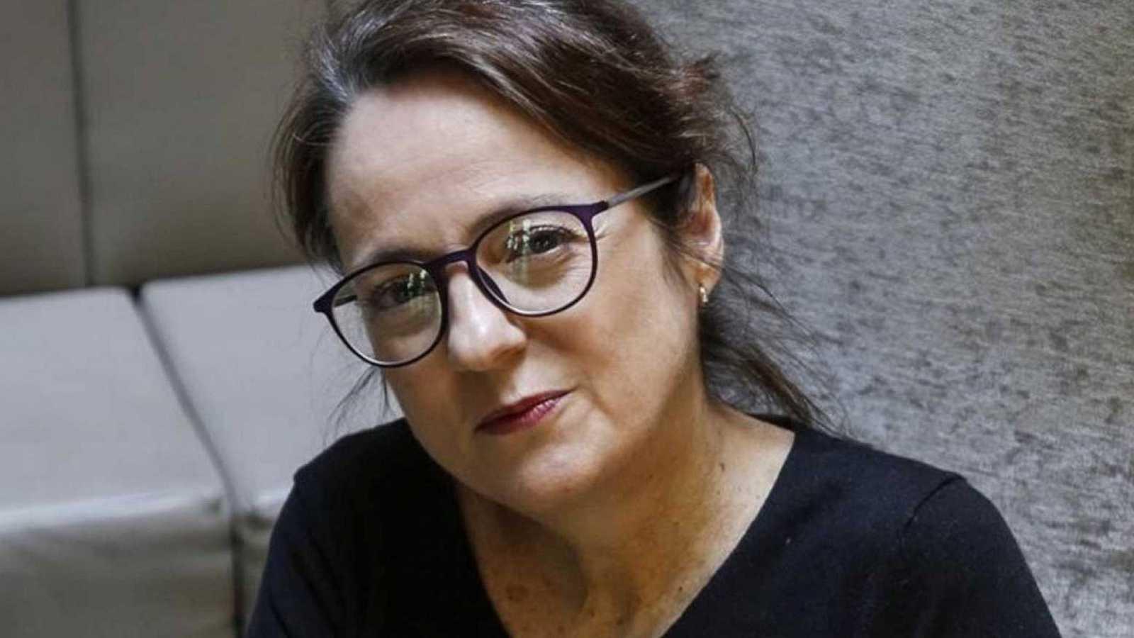 El ojo crítico - 'pequeñas mujeres rojas', una novela negra de Marta Sanz - Escuchar ahora