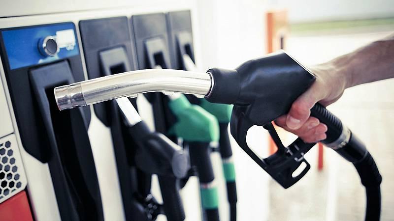 14 horas -  El IPC entra en terreno negativo al situarse en el -0,7% sobre todo por los carburantes - Escuchar ahora