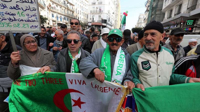 Reportajes 5 Continentes - Argelia sigue exigiendo cambios tras la era Bouteflika - Escuchar ahora