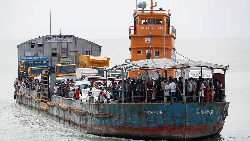 14 horas fin de semana - Decenas de rohingas a la deriva desde hace semanas porque les impiden desembarcar por el Covid-19 - Escuchar ahora