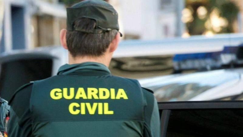 """Boletines RNE - La Guardia Civil detiene en Barcelona a un seguidor del Daesh """"muy radicalizado"""" - Escuchar ahora"""