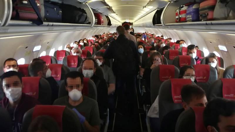 24 horas - Iberia, denunciada por no respetar la distancia de seguridad entre pasajeros - Escuchar ahora