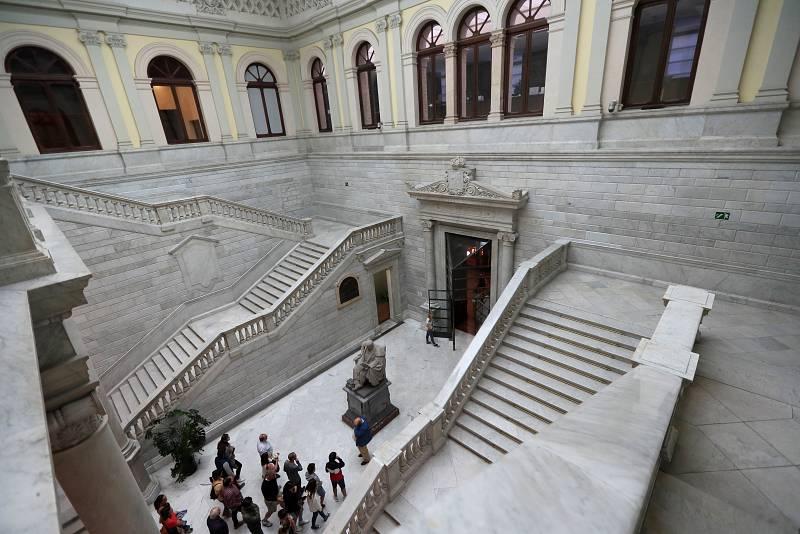 Biblioteca Nacional: Mäs que libros - Servicio de Reproducción - Escuchar ahora