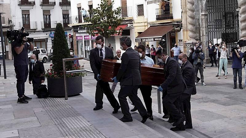 España a las 8 Fin de Semana - Último adiós a Julio Anguita en el Ayuntamiento de Córdoba - Escuchar ahora