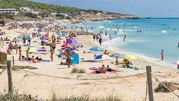 Los habitantes de Formentera ya puden volver a la playa y comer en restaurantes - Escuchar ahora