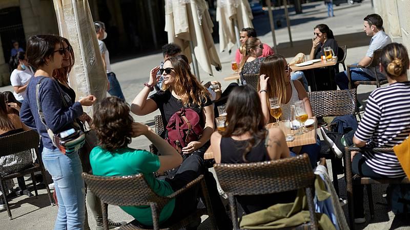14 horas - Ir al bar, viajar por España y salir de compras, los tres deseos de los españoles tras el confinamiento - Escuchar ahora