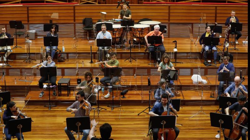 El ojo crítico - Cómo volver a poner una orquesta en el escenario con seguridad sanitaria - Escuchar ahora