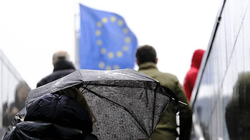 14 horas - La UE pide a los países miembros que refuercen la sanidad pública y apoyen a los hogares desfavorecidos - Escuchar ahora