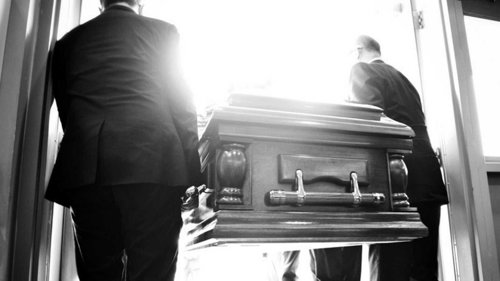 LiterCast - Acerca de la muerte de Bieito (Rafael Dieste)  - escuchar ahora