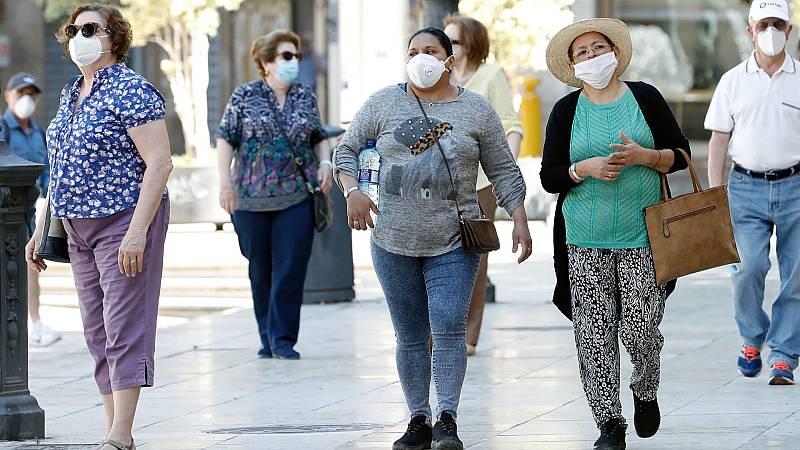 Boletines RNE - Las mascarillas repartidas en la Comunidad de Madrid no cumplen los requisitos adecuados - Escuchar ahora