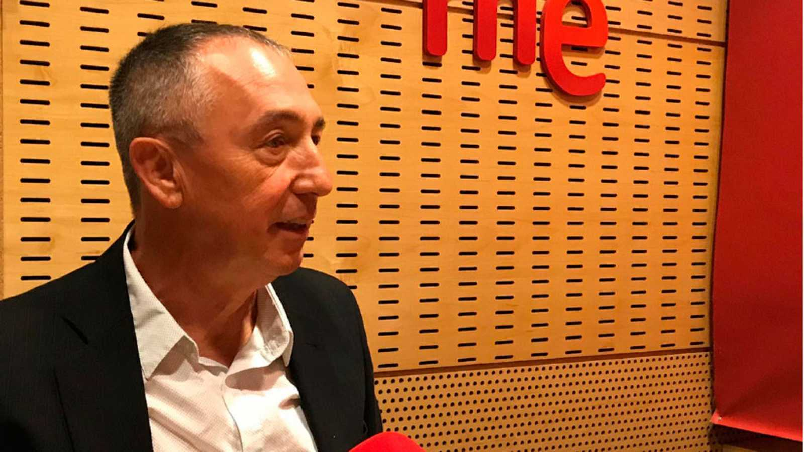 """Parlamento - Radio 5 - Joan Baldoví (Compromís) pide al Gobierno que se siente a negocial con ellos y señala de """"espectáculo"""" lo ocurrido con el pacto con Bildu - Escuchar ahora"""