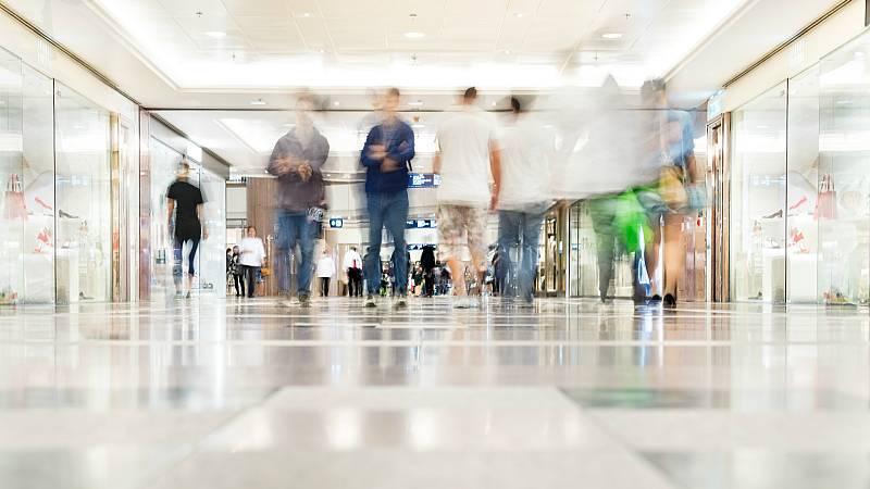 14 horas - Las provincias en fase 2, podrán 'circular' por los centros comerciales - Escuchar ahora