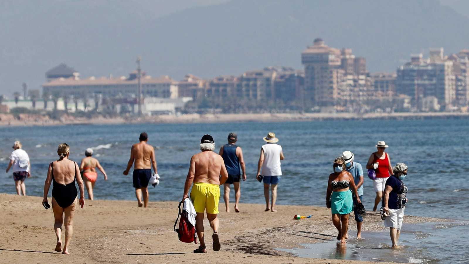 España a las 8 Fin de Semana - El futuro de las playas: control del aforo y gran normativa para evitar contagios - Escuchar ahora