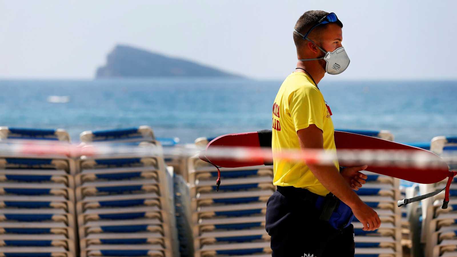 España a las 8 Fin de Semana - El coronavirus obliga a modificar las acciones de rescate de los socorristas, que reclaman mayor acceso a mascarillas - Escuchar ahora