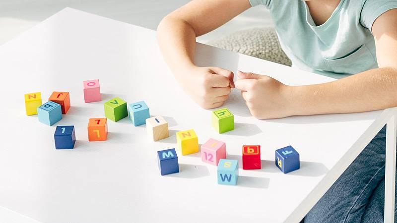 Por tres razones - Diario de aprendizaje: La 'teleenseñanza' de niños con TEA - Escuchar ahora