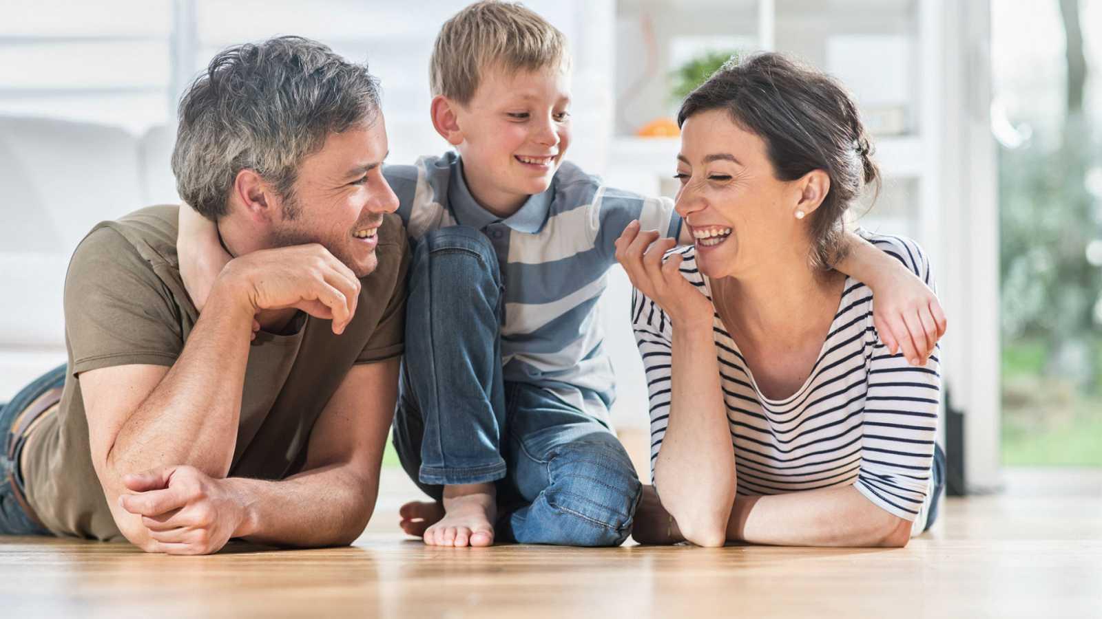 Las mañanas de RNE con Íñigo Alfonso - En este confinamiento hay un incremento del juego entre padres e hijos