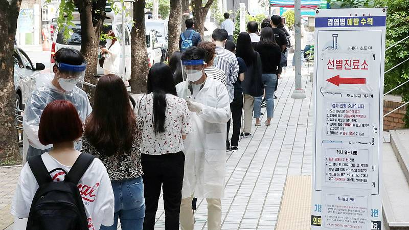 14 horas - Varios brotes vuelven a poner en alerta a Corea del Sur y Singapur - Escuchar ahora