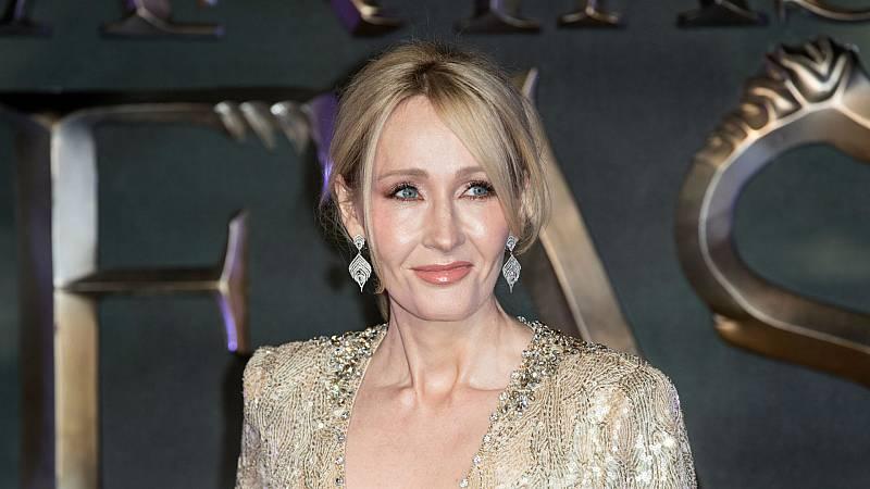 14 horas - J.K. Rowling publica un cuento de hadas solidario