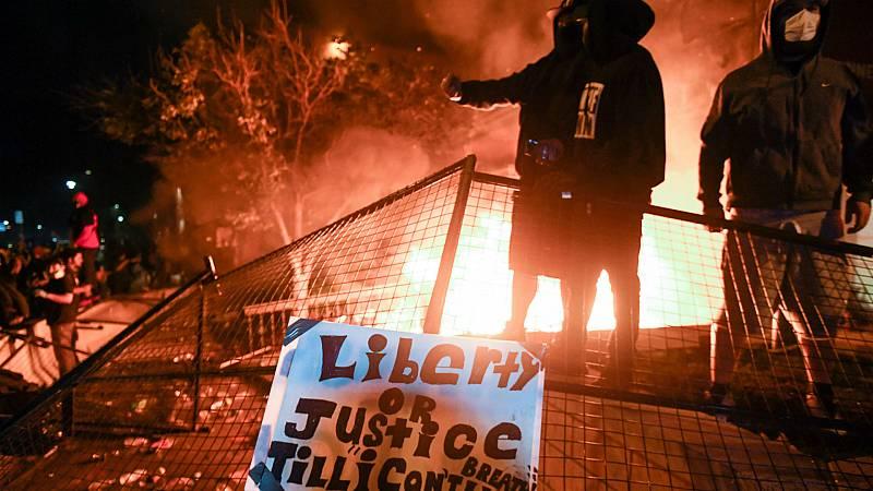 14 horas - Tercera noche de protestas en Mineápolis contra la violencia racial de la policía - Escuchar ahora