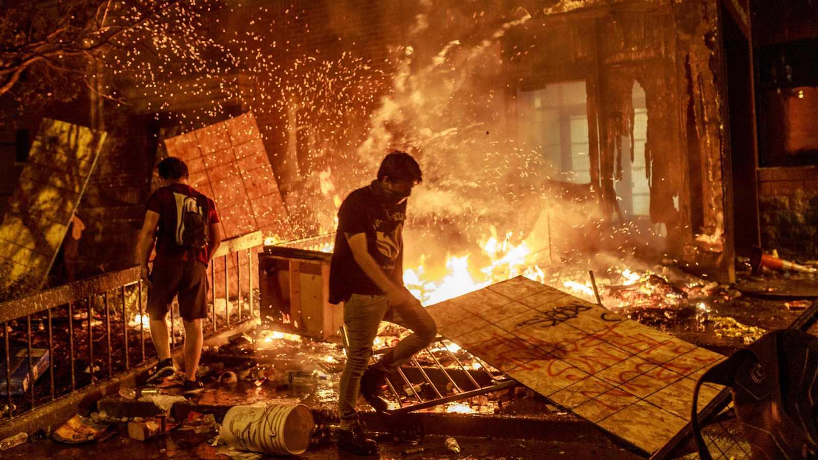 """Cinco continentes - EEUU: el racismo """"va a perdurar durante mucho tiempo"""" - Escuchar ahora"""