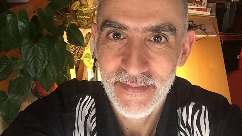 El ojo crítico - Alfredo Sanzol o ponerle palabras e imágenes a la pandemia - Escuhcar ahora