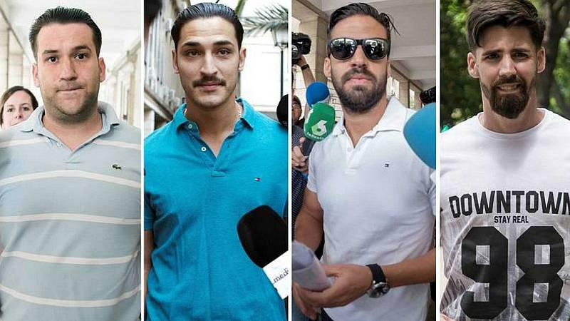 Boletines RNE - 18 meses de prisión por abusos sexuales para cuatro miembros de La Manada por lo ocurrido en Pozoblanco - Escuchar ahora