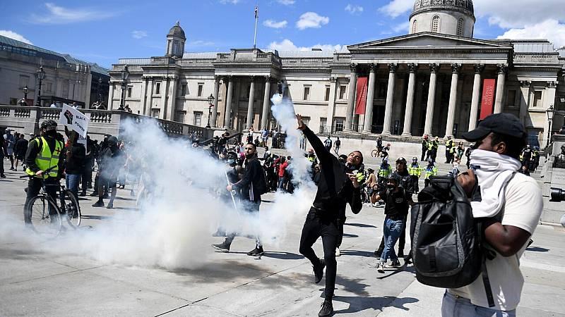 14 horas fin de semana - La extrema derecha se enfrenta en Londres a la policía cerca del Parlamento - Escuchar ahora