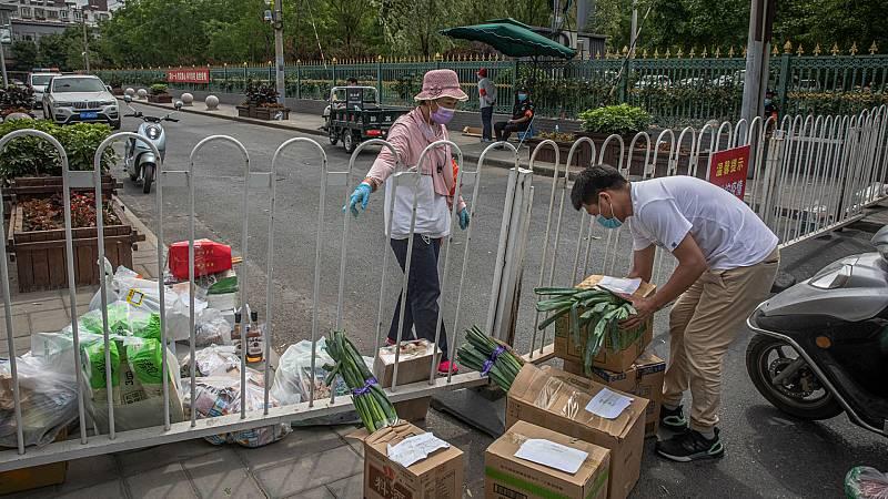 14 horas - Pekín extrema las medidas contra el rebrote cerrando colegios y cancelando vuelos - Escuchar ahora