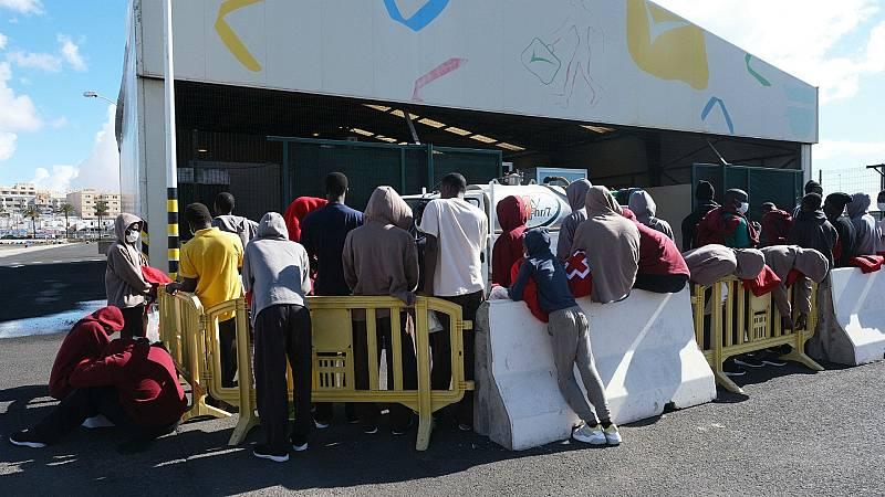 14 horas - 14 personas que llegaron en patera a Canarias han dado positivo por coronavirus - Escuchar ahora
