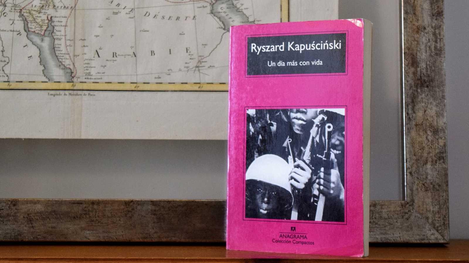 Ryszard Kapuscinski | Un día más con vida - Escuchar ahora