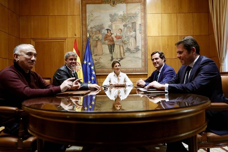 24 horas - Gobierno y agentes sociales siguen sin llegar a un acuerdo, pero acercan posturas - Escuchar ahora