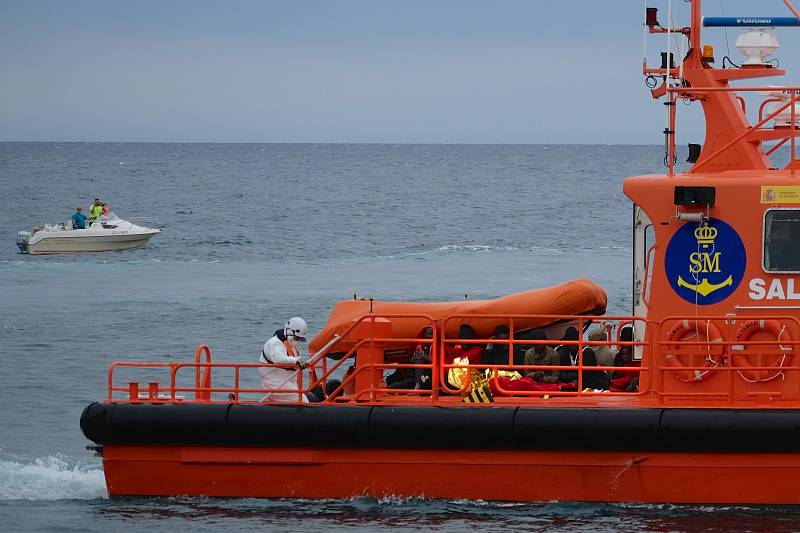 Boletines RNE - Rescatadas 40 personas en 4 embarcaciones cerca de las costas de Almería - Escuchar ahora