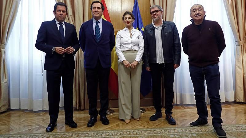 Boletines RNE - Gobierno y agentes sociales acuerdan extender los ERTE hasta el 30 de septiembre - Escuchar ahora
