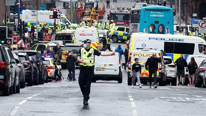 Boletines RNE - Seis heridos en un ataque con arma blanca en Glasgow; la policía descarta que sea un acto terrorista - Escuchar ahora