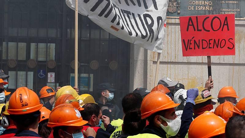 14 horas Fin de Semana - Multitudinaria caravana de los trabajadores de Alcoa San Cibrao contra el cierre de la planta - Escuchar ahora