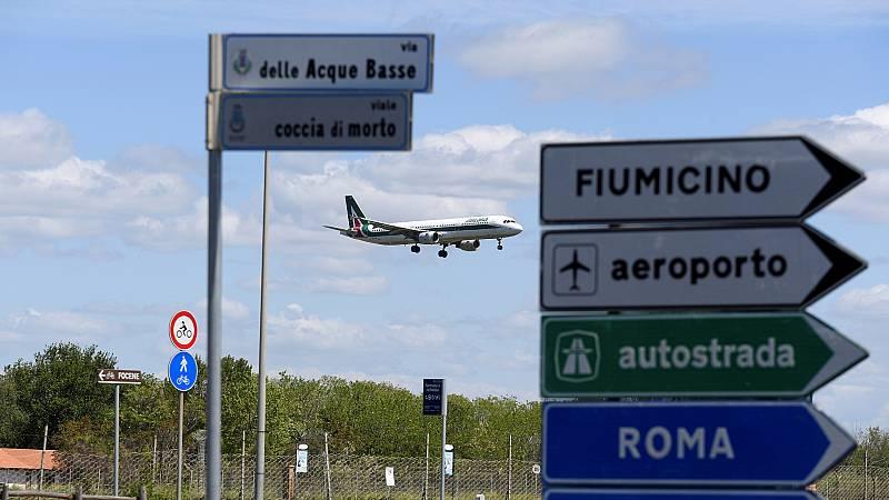 Boletines RNE - La UE hace oficial la lista de países que podrán viajar a Europa - Escuchar ahora