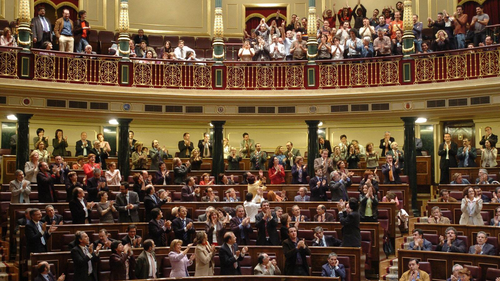 24 horas - La evolución de la postura del PP frente al matrimonio igualitario tras 15 años de su aprobación - Escuchar ahora
