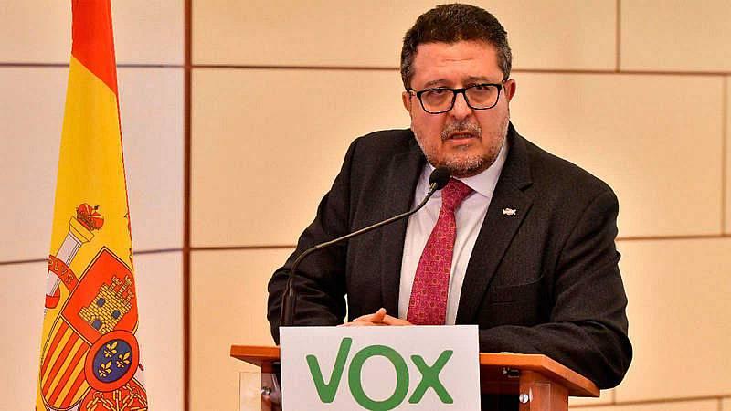 Boletines RNE - Serrano abandona el grupo de Vox en el Parlamento de Andalucía, pero no el acta de diputado - Escuchar ahora