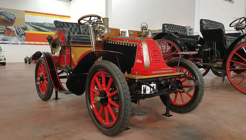 Nos subimos al coche más antiguo de España